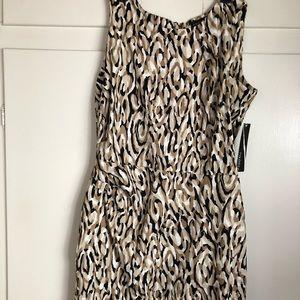 Beautiful dress. Dressy and professional.